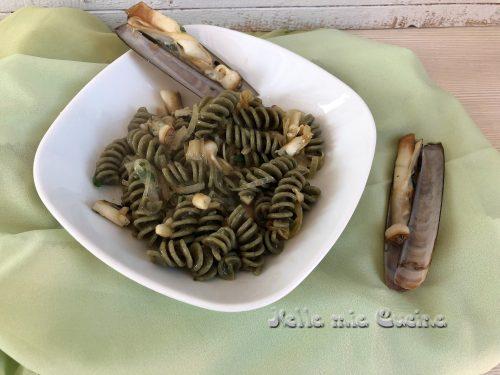 Pasta all'ortica con sugo di cannolicchi