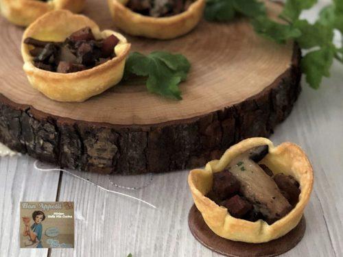 Tartellette ripiene ai funghi e cotto