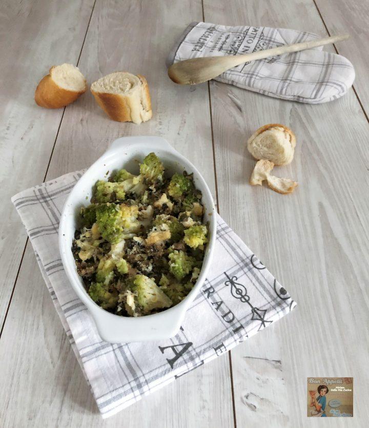 Cavolo romanesco gratinato con olive e semi di zucca
