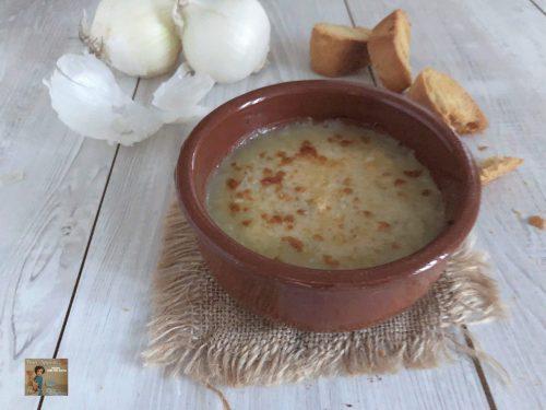 Zuppa di cipolle bianche gratinata al forno