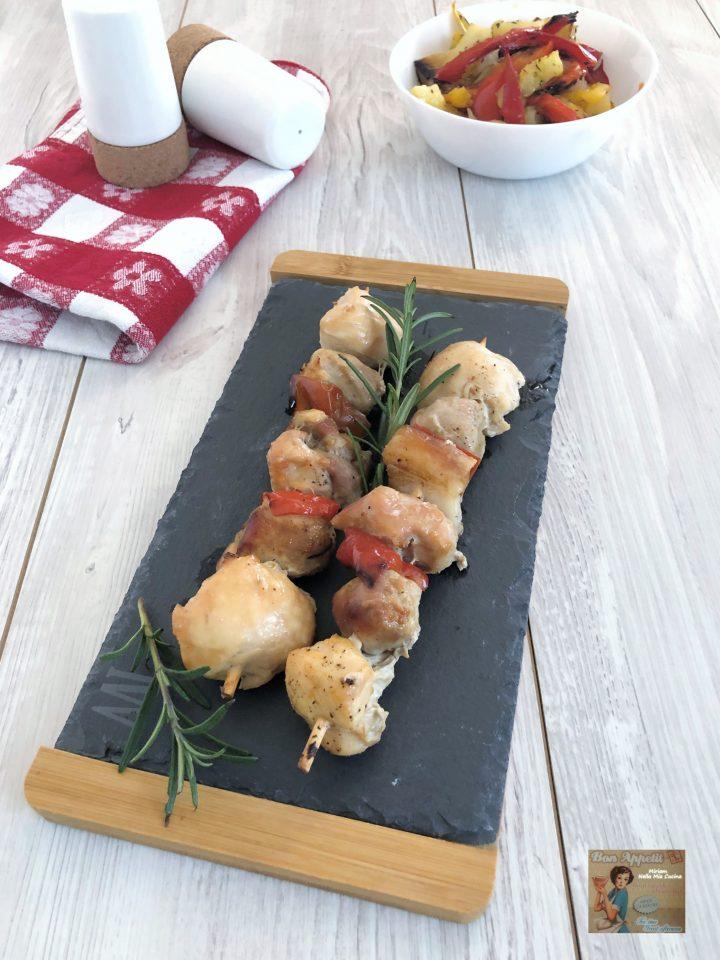 Spiedini di pollo e maiale  al vino bianco