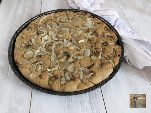 Focaccia con farina integrale e cipolla bianca