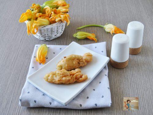 Fiori di zucca ripieni in pastella