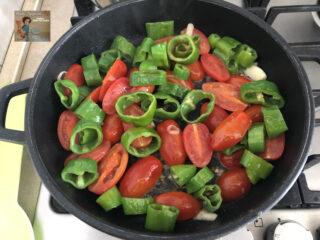 Straccetti di manzo con friatelli e pomodorini