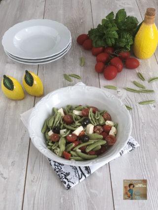 Insalata di pasta con Feta e pomodorini .