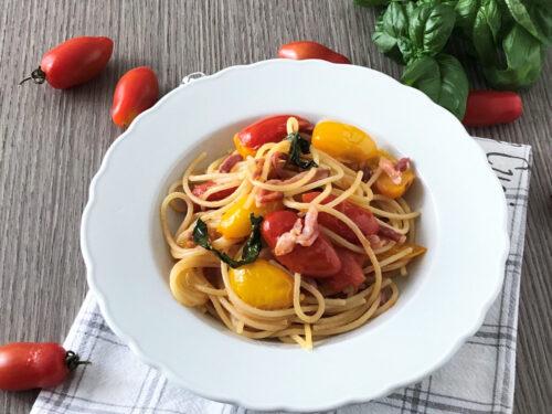 Spaghetti con datterino giallo e rosso  con  speck