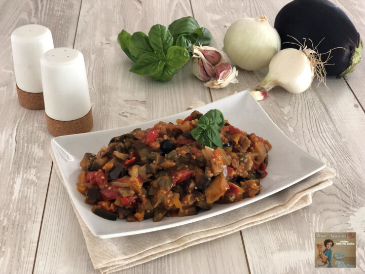 Melanzane in padella con pomodoro e olive