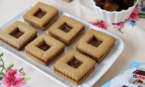 Biscotti con farina di castagne ripieni