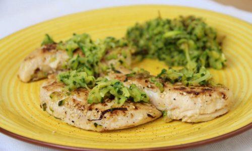 Filetti di pollo con sesamo e zucchine