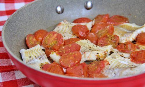 Filetti di merluzzo con pomodorini in padella