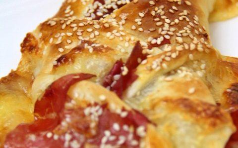 Treccia di sfoglia con mozzarella e bresaola