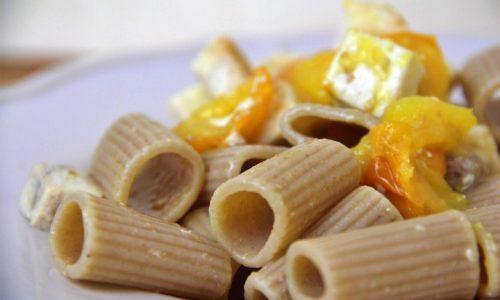 Pasta con pesce spada e pomodorini gialli
