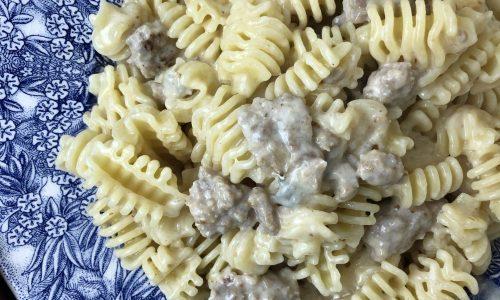 Pasta con crema di gorgonzola e salsiccia