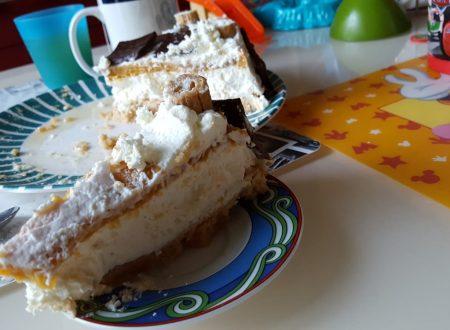 Cheesecake leggera di pesche sciroppate