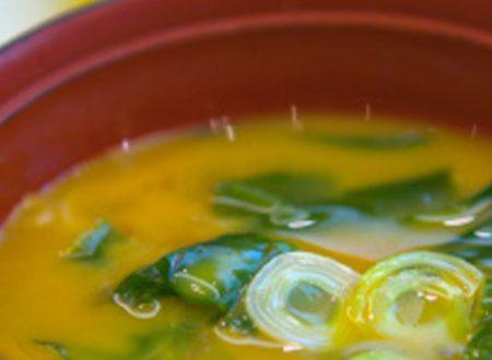 Zuppa di miso con porri