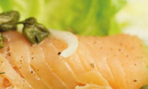 Salmone al vapore in insalata di Tropea