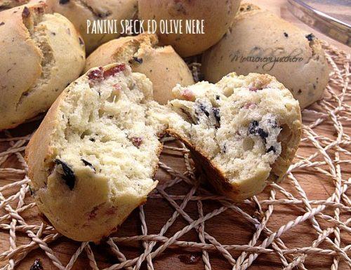Panini con speck ed olive nere