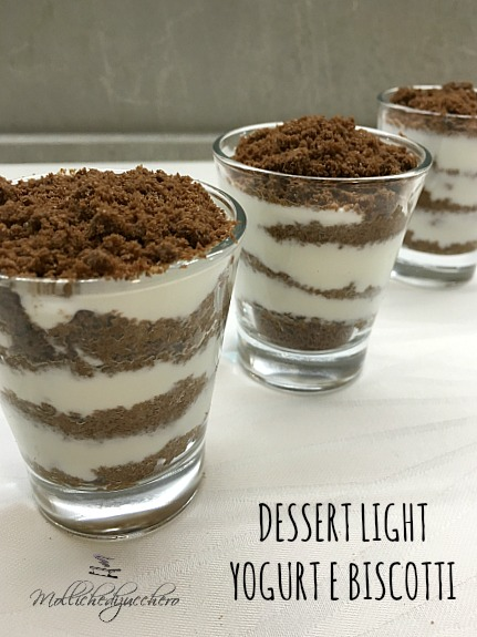 Dessert light yogurt e biscotti