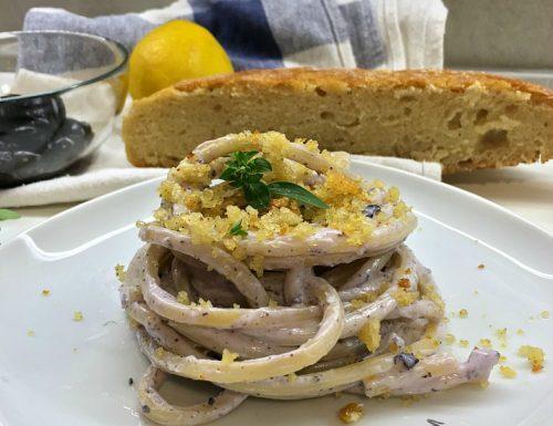 Pasta con ricotta ed olive croccanti