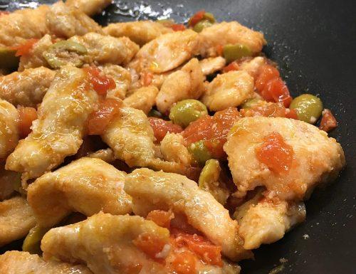 Pollo in padella con pomodorini ed olive