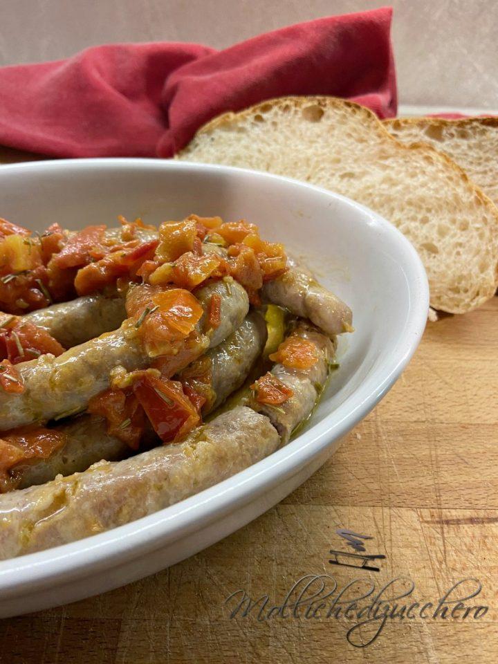 salsiccia e pomodori in padella
