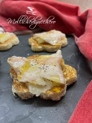 crostini lardo e pecorino
