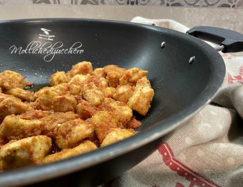Pollo in padella con pomodori