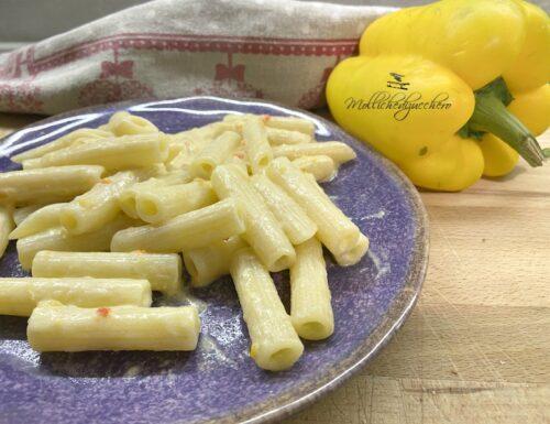 Pasta con peperoni e robiola ricetta cremosa