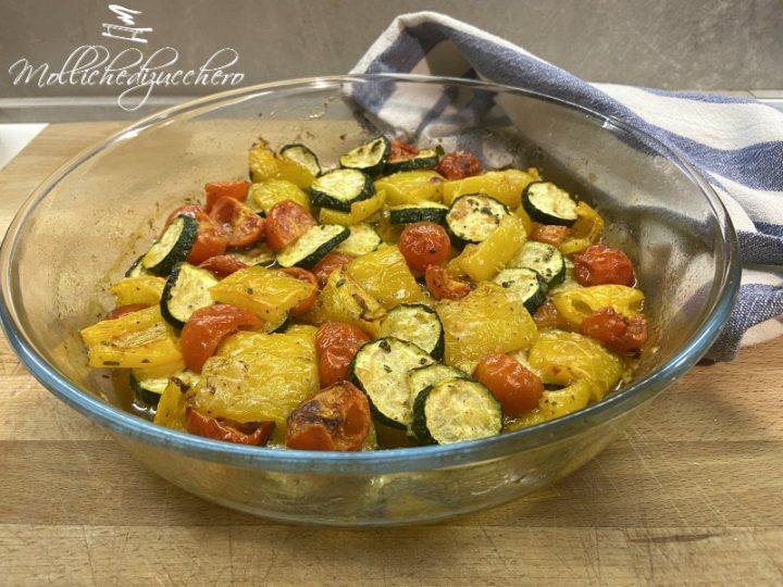 zucchine e peperoni al forno