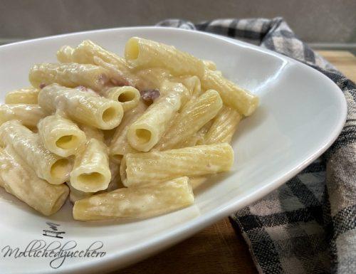 Pasta con fonduta e speck ricetta cremosa
