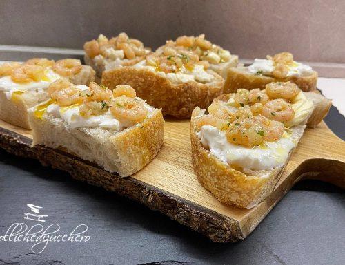 Crostini con gamberetti in varie versioni