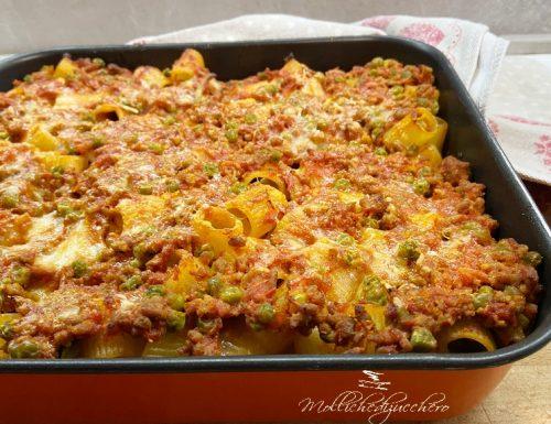 Pasta al forno con ragù e piselli