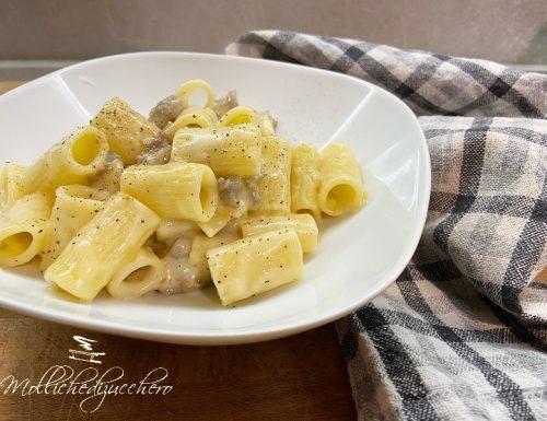 Pasta con crema di patate pecorino e salsiccia