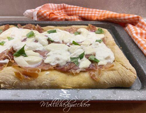 Pizza in teglia ricetta facile e veloce