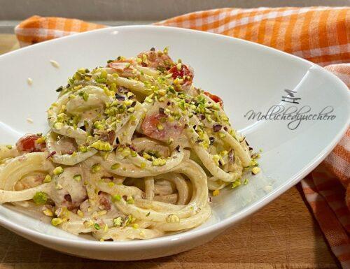 Spaghetti con crema di ricotta e pistacchi