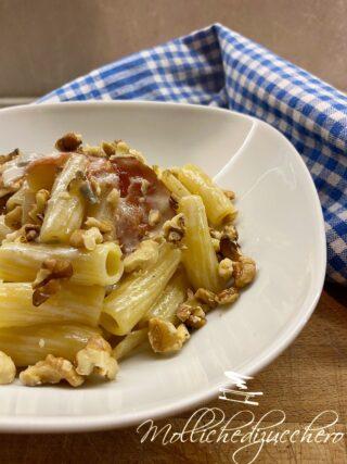 pasta con crema di gorgonzola speck