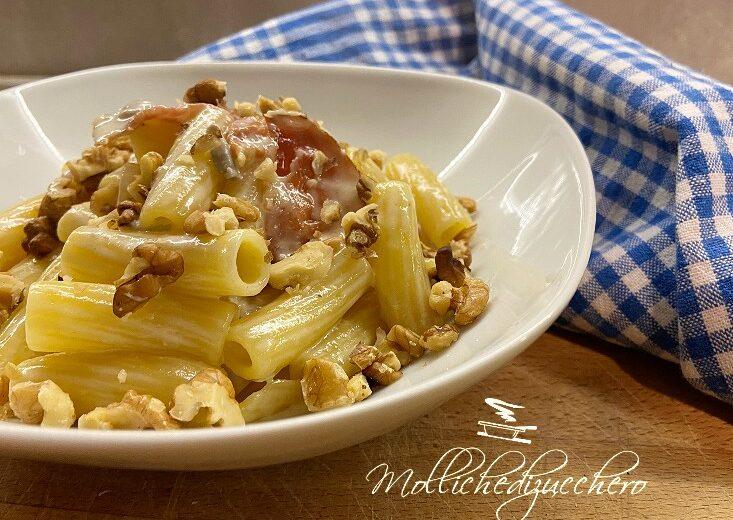 Pasta con crema di gorgonzola speck e noci
