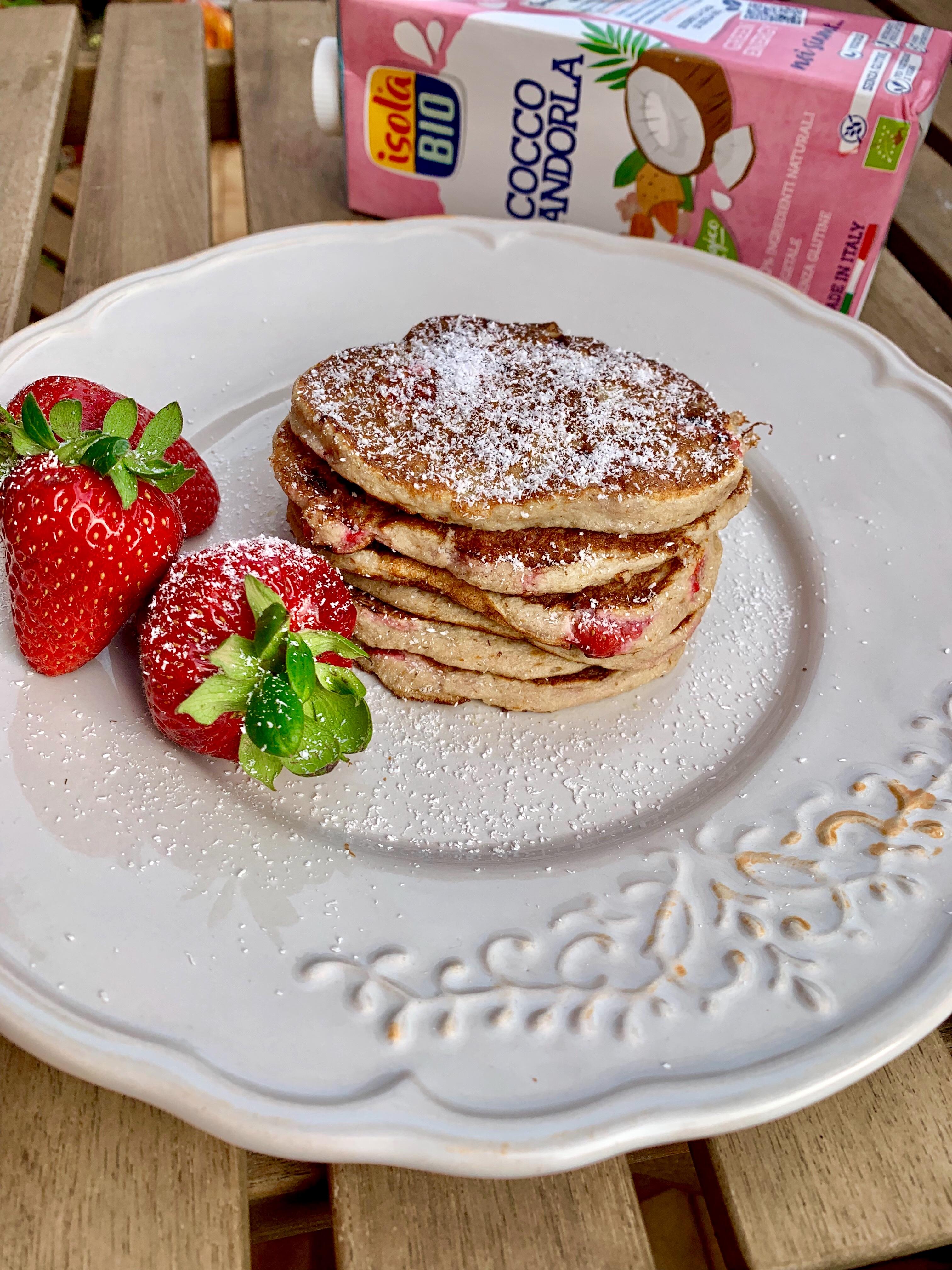 Pancake con farina di cocco e fragole (senza glutine)