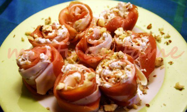 Rose di prosciutto crudo, certosa e nocciole, ricetta finger food sfiziosissimo