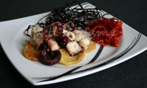 Insalata di polpo tiepida con patate croccanti, ricetta raffinata