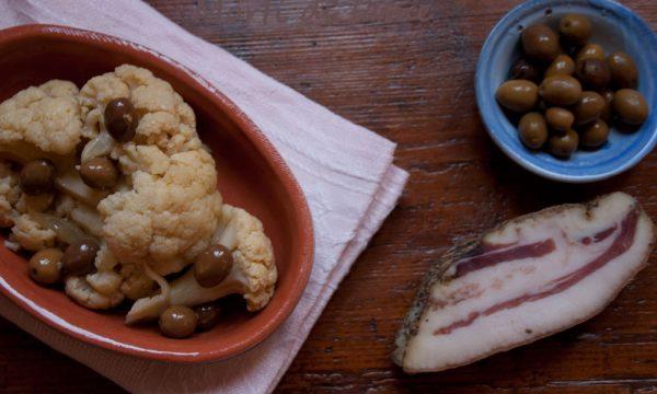 Cavolfiore con olive, cabi assoffocau, ricetta sarda