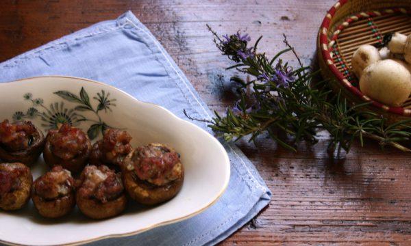 Funghi ripieni di salsiccia, ricetta antipasto