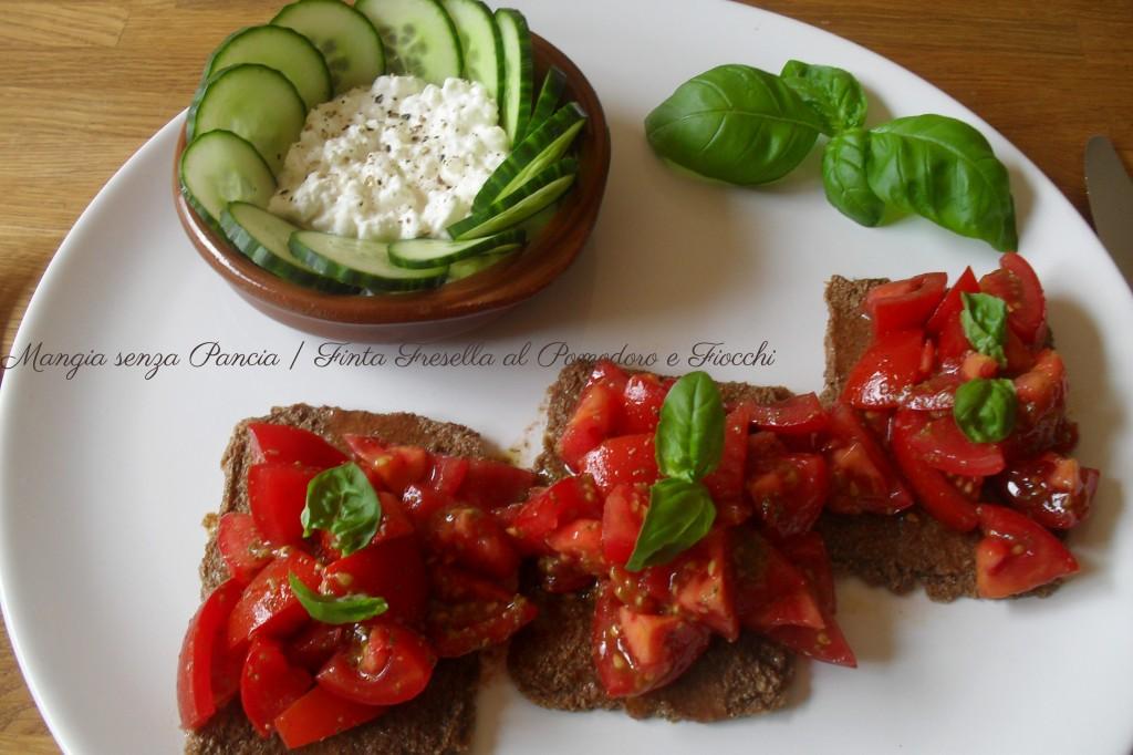 Finta Fresella al Pomodoro e Fiocchi, ricetta leggera, Mangia senza Pancia