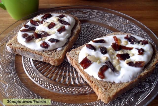 """Frutta secca e ricotta """"on toast"""", Mangia senza Pancia"""