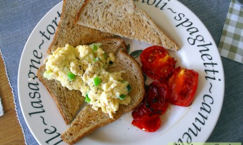 Uova strapazzate light e toast