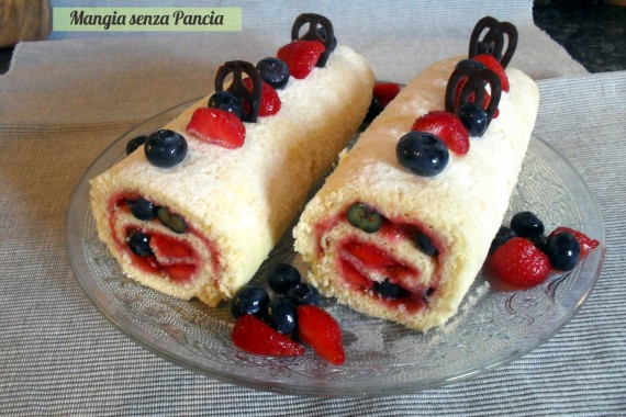 Rotolo dolce ai frutti di bosco, ricetta leggera, Mangia senza Pancia