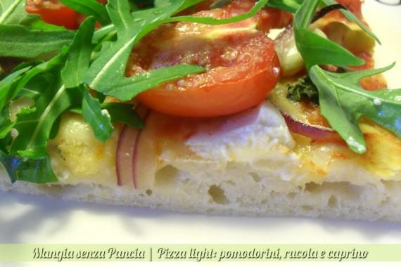 Pizza pomodorini rucola e caprino, ricetta light, Mangia senza Pancia