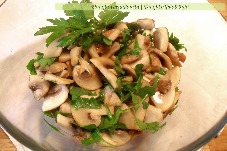Funghi trifolati light, ricetta veloce, Mangia senza Pancia