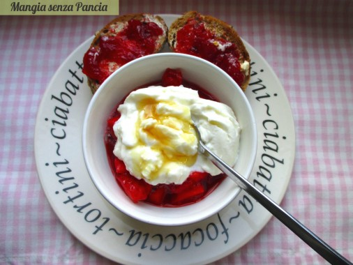 Toast e marmellata con yogurt e frutta, Mangia senza Pancia