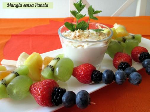 Spiedini di frutta con yogurt, Mangia senza Pancia